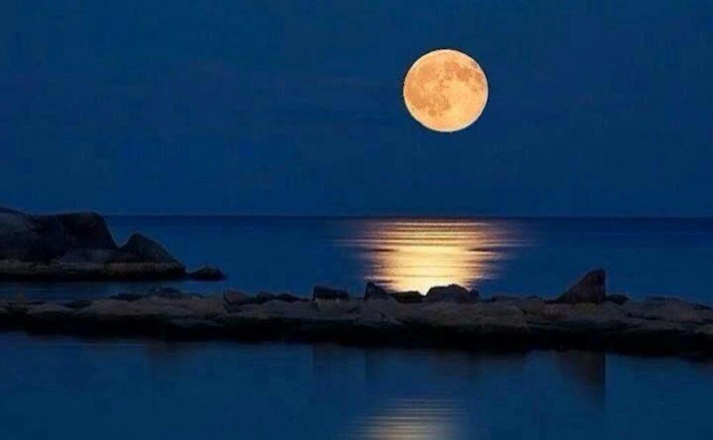 Full-Moon-Miles-Away-Greece